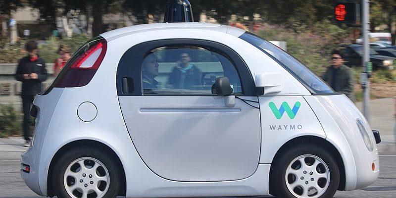 El coche autónomo de Google se llama Waymo