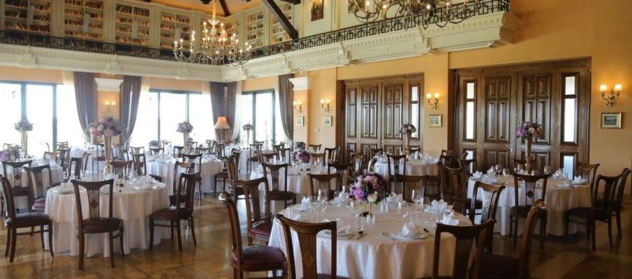 Restauración. Top 100 en Internet. Foto de mesas de un restaurante